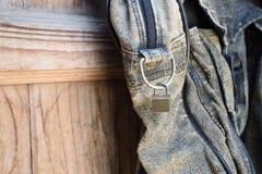Сумка старой черноты шелушения кожаная Стоковые Фотографии RF