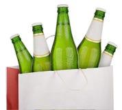 Сумка с зеленым пивом Стоковая Фотография RF