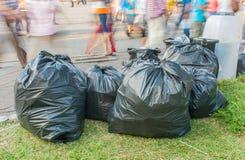 сумки отброса на тротуаре Стоковые Изображения RF