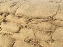 Сумки песка формируя стену стоковая фотография rf
