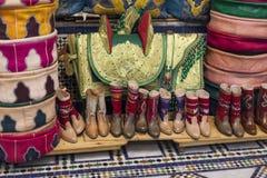 Сумки, портмона, шляпы и другие продукты морокканской кожи fa Стоковое Изображение