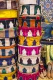 Сумки, портмона, шляпы и другие продукты морокканской кожи fa Стоковые Фотографии RF