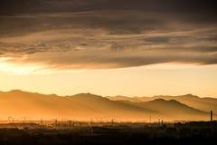 Сумрак› ¼ chinaï› ¼ Cloudï; Строительная площадка; Backlight; › ¼ Toyamaï› ¼ Craneï Стоковая Фотография RF