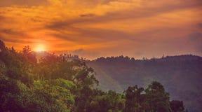 Сумрак в горах стоковое изображение