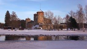 Сумрак в марте на крепости Olavinlinna стародедовский заход солнца savonlinna olavinlinna крепости Финляндии акции видеоматериалы