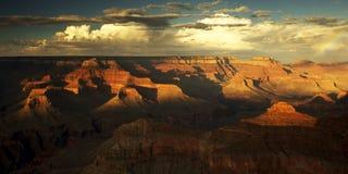 сумрак каньона грандиозный Стоковая Фотография