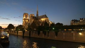 Сумрак на соборе Нотр-Дам, Париже видеоматериал