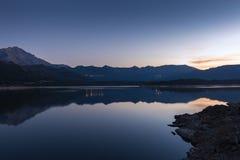 Сумрак на Lac de Codole в Корсике стоковая фотография