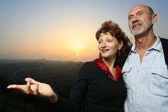 сумрак пар счастливый outdoors Стоковое Изображение RF