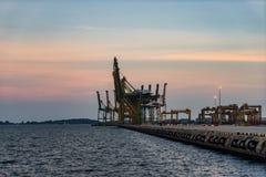 Сумрак порта Сингапура промышленный, логистическая концепция Стоковая Фотография