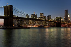 сумрак brooklyn моста стоковая фотография