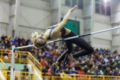 СУМЫ, УКРАИНА - 18-ОЕ ФЕВРАЛЯ 2017: Yuliia Levchenko получило серебряную медаль в конкуренции высокого прыжка украинского крытого Стоковое Фото