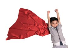 Супергерой летая в студии, ребенок претендовать быть супергероем, супер стоковое изображение rf