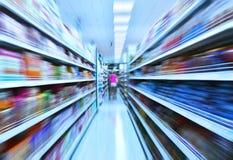 Супермаркет в нерезкости движения Стоковые Изображения RF