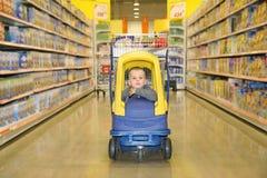 супермаркет мальчика Стоковые Изображения