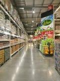Супермаркет Makro внутри взгляда Бангкока, Таиланда стоковые фото