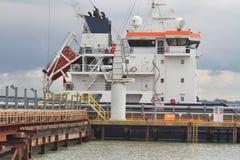 Суперструктура химиката/нефтяного танкера причалила на моле Стоковая Фотография RF