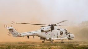 Супер вертолет рыся 300 универсальный королевского тайского военно-морского флота приземляется на том основании во время золота 2 стоковое изображение