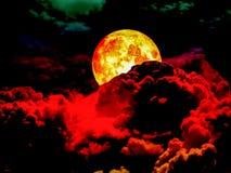 супер задняя часть луны полной крови облака кучи Стоковое Изображение RF