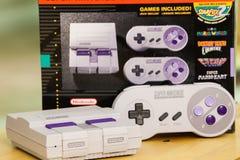 Супер консоль и коробка варианта Nintendo классические Стоковая Фотография RF