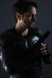 Супер полисмены - красивый темный с волосами человек держа оружие Стоковое фото RF
