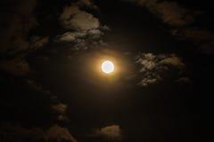 Супер полнолуние в ночном небе, голубой луне Стоковые Изображения RF