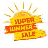 Супер продажа лета с знаком солнца, желтым цветом и нарисованным апельсином ярлыком иллюстрация вектора