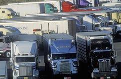 Супер стоянка для грузовиков в Barstow, Калифорнии стоковые изображения
