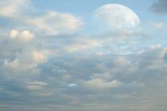 Супер луна и облака Стоковое Изображение RF