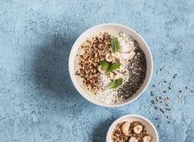 Супер шар smoothie еды на голубой предпосылке Стоковые Изображения RF