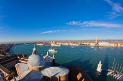 Супер широкий панорамный взгляд Венеции от церков Сан Giorgio Maggiore Стоковые Изображения