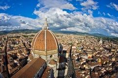 Супер широкий панорамный взгляд Флоренса с куполом собора Santa Maria del Fiore в фронте Стоковое Изображение RF