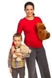 Супоросая мать с сынком Стоковые Изображения RF