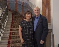 Супруг и жена отдыхая в Праге, столице чехии стоковая фотография