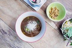 Суп лапшей с едой мяса тайской стоковая фотография