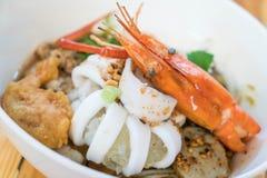 Суп лапши азиатских морепродуктов пряный Стоковое Фото