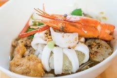Суп лапши азиатских морепродуктов пряный Стоковые Изображения