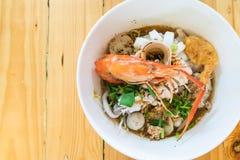 Суп лапши азиатских морепродуктов пряный Стоковая Фотография RF
