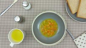 Суп будучи ladled в шар на обеденном столе видеоматериал