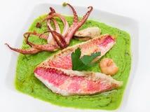 Суп горохов с филе кефали и щупальцами кальмара Стоковое Изображение
