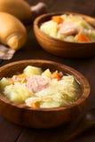 Суп или тушёное мясо Sauerkraut с Bratwurst стоковые изображения rf