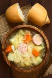 Суп или тушёное мясо Sauerkraut с Bratwurst стоковая фотография rf