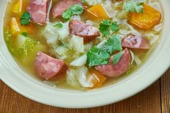 Суп капусты сосиски Andouille бака глиняного кувшина Стоковое фото RF