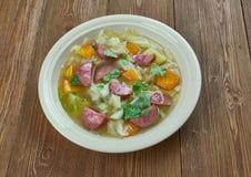 Суп капусты сосиски Andouille бака глиняного кувшина Стоковые Фотографии RF