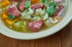Суп капусты сосиски Andouille бака глиняного кувшина Стоковые Изображения RF