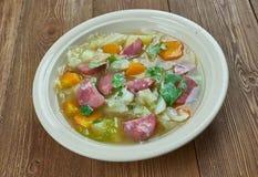 Суп капусты сосиски Andouille бака глиняного кувшина Стоковое Изображение