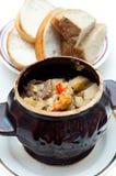 суп картошки бака глиняного кувшина говядины полный Стоковые Изображения RF