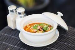 Суп креветки kung батата Тома пряный тайский Стоковые Фото