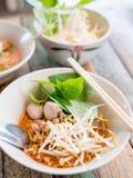 Суп лапши Tomyam тайского стиля пряный Стоковые Фото