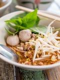 Суп лапши Tomyam тайского стиля пряный Стоковые Изображения